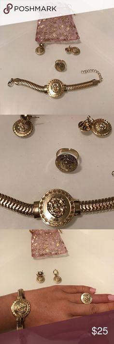 Lion 🦁 head bracelet, ring 💍 and earrings. Lion 🦁 head bracelet, ring 💍 and earrings. Fashion jewelry in Gold tone. Jewelry