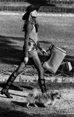 Veruschka in the Borghese Gardens of Rome dressed in Gucci, a wide-brimmed straw hat by Remo Argenti, boots by Mario Valentino and carrying Gucci bags. Ph. Henry Clarke