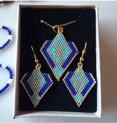 Seed Bead Jewelry, Seed Bead Earrings, Diy Earrings, Seed Beads, Beaded Jewelry, Wire Necklace, Necklaces, Custom Clothing Design, Beaded Earrings Patterns