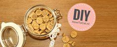 Kattensnoepjes maken kun je heel gemakkelijk zelf! In dit artikel deel ik een recept voor kattensnoepjes mét foto's!