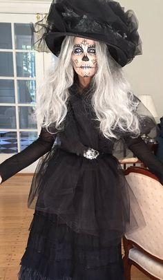 Se acerca una de mis épocas favoritas del año, Día de muertos y Halloween; y para celebrarlo les comparto tres de mis disfraces favoritos, ¿ya tienen el suyo?