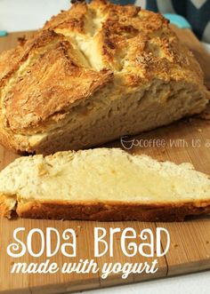 This soda bread recipe with yogurt is made with 4 ingredients. It takes just 45 minutes to have hot bread on your table, perfect for weeknight dinners! Uk Recipes, Yogurt Recipes, Other Recipes, Dessert Recipes, Bread Recipes, Simple Recipes, Brunch Recipes, Delicious Recipes, Yummy Food
