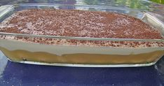 Zutaten 150 g Löffelbiskuits 3 EL Apfelsaft 2 EL Calvados 1 Glas Apfelmus 250 g Magerquark 250 g Frischkäse 1/8 Lit...