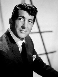 Walking In A Winter Wonderland - Dean Martin - My favorite Christmas music is by Dean, Frank, Sammy & Bing! Hollywood Stars, Classic Hollywood, Old Hollywood, Dean Martin, Martin King, James Martin, Soundtrack, Oliver Twist, Jerry Lewis