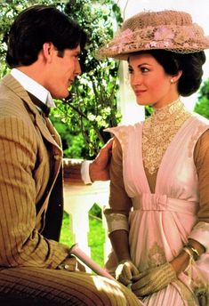 Romantic tradition returns in the movie Somewhere in Time starring Christopher Reeve and Jane Seymour - Jane Seymour, Old Movies, Great Movies, Vintage Movies, Movie Costumes, Period Costumes, Movie Stars, Movie Tv, Films Cinema