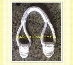 Roberta Crochê e Cia: Passo-a-passo Alças de Crochê para bolsas - (how to crochet sturdy bag handles - not in English - but there is a good photo tutorial). Crochet Tote, Crochet Purses, Knit Or Crochet, Crochet Crafts, Crochet Stitches, Crochet Patterns, Crochet Tutorials, Free Crochet, Crochet Baskets
