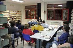 """#lettidinotte in @BMTCampobasso con Donato Porcarelli che ci ha letto e parlato del libro di Annie Ernaux """"Il posto""""."""