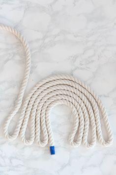 Rope Rainbow Wall Decor // Fibre Art DIY – Pure Sweet Joy Seil Regenbogen Wandbehang DIY This image has get. Diy Inspiration, Art Diy, Rope Crafts, Art Crafts, Stick Crafts, Recycled Crafts, Resin Crafts, Decor Crafts, Rainbow Wall