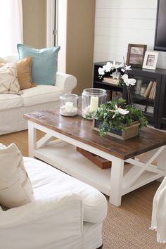 Coffee table is one's favorite to start the day. Learn how to decorate your coffee table design like a pro to give the most of your coffee time experience. Coffee Table Design, Cool Coffee Tables, Decorating Coffee Tables, Coffe Table, Coastal Living Rooms, Living Room Decor, Cottage Living, Decor Room, Living Area