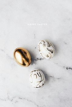 50 Eggcellent Ways To Decorate Easter Eggs: DIY Golden Easter Eggs Hoppy Easter, Easter Bunny, Easter Eggs, Golden Easter Egg, Photobooth Ideas, Easter Holidays, Happy Holidays, Diy Ostern, Idee Diy
