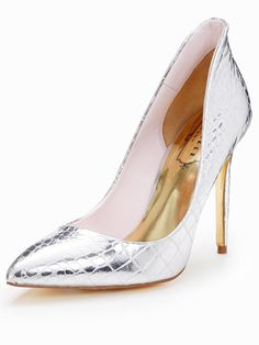 9026a599fe6 93 Best Metallic shoes images in 2019