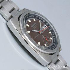 美品【SEIKO/セイコー】【自動巻1ツ目クロノグラフ】【Ref.6139-6010】【ブラウンダイヤル/トノーケース】1979年製 w-20085 | 全商品 | アンティーク時計販売・修理専門店|株式会社スイートロード Smart Watch, Samsung, Watches, Smartwatch, Wrist Watches, Wristwatches, Tag Watches, Watch