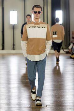 Relajada y retro, así es como puede definirse la colección Spring-Summer 2018 de Cerruti en la semana de la moda de París
