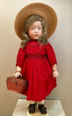 The beauty Elise K&R 109 50cm original antique Outfit