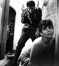 'Wait Until Dark', 1967 - Alan Arkin portrays Harry Roat in one of the most terrifying roles in cinema history. Audrey Hepburn gives a knockout performance as his unsuspecting prey. Scary Movies, Great Movies, Golden Age Of Hollywood, Old Hollywood, Classic Hollywood, Hollywood Style, British Actresses, Actors & Actresses, Audrey Hepburn Movies