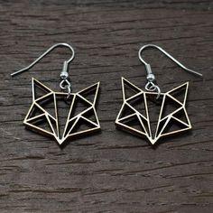 Kettu-korvakorut Käy omasi tästä: Kettu-korvakorut sopivat täydellisesti lahjaksi persoonallista muotoilua ja luontoa rakastavalle henkilölle! Korvakorujen koko on 2,5 x 2 cm. Katso tästä kaikki Kettukorumme!  #samaskoru #design #korut Drop Earrings, Silver, Jewelry, Design, Jewellery Making, Jewerly, Jewelery, Drop Earring, Jewels