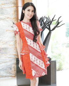 Indonesia batik Model Dress Batik, Model Baju Batik, Model Kebaya, Batik Dress, Patchwork Dress, Rok Batik Modern, Batik Parang, Blouse Batik, Blouse Dress