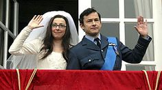 Giles Coren and Sue Perkins assume the roles of a modern prince and his princess-to-be. Haha Funny, Hilarious, Sue Perkins, Bbc Two, Rule Britannia, Still Waiting, Movie Tv, Marriage, Husband