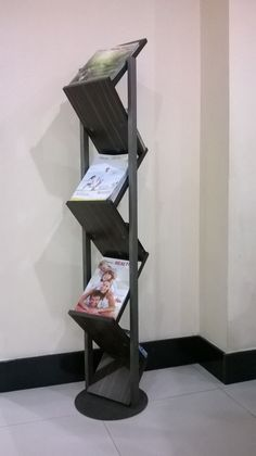 Magazine rack. Simple DIY woodworking plan for beginners.