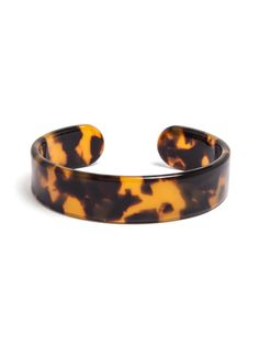 Mottled to perfection, these classic tortoise cuffs pair perfectly with any polished look, just add some gold links and you're good to go!