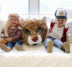 How much cuter does it get than a Tiger King and Carol Baskin costumes for twins! - C.R.A.F.T. #diycostumes Best Diy Halloween Costumes, Clever Costumes, Food Costumes, Halloween Party Themes, Game Costumes, Twin Costumes, Diy Couples Costumes, Family Costumes, Donut Costume