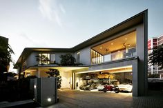 Image 1 of 9 from gallery of Fongster & Kite Studio Architecture. Photograph by David Yeow Studios Architecture, Architecture Design, Singapore House, Casa Patio, Garage Design, Design Studio, Modern House Design, Modern Houses, Luxury Homes