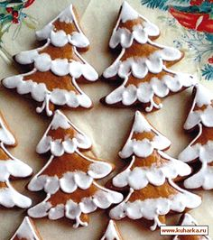 Gingerbread Christmas Decor, Christmas Tree Cookies, Holiday Cookies, Christmas Desserts, Christmas Treats, Gingerbread Cookies, Christmas Cookies Packaging, Stained Glass Cookies, Halloween Cookies Decorated