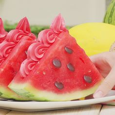 Cut the watermelon into 3 thick slices. In the end, everyone will say WOW ! The post Creamy Watermelon Ice Cream appeared first on Food Monster. Fruit Recipes, Dessert Recipes, Cooking Recipes, Bulk Cooking, Cooking Aprons, Vanilla Recipes, Cooking Corn, Oven Cooking, Cooking Games