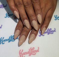 Pretty Almond shaped neutral nails by Kandiyamz.