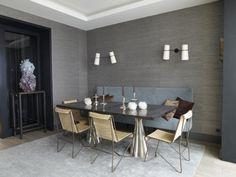 L'agence Chahan Interior Design signe cet intérieur épuré et design .     Le salon est surtout caractérisé par cette sublime luminosité  q...