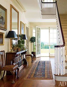 Find home décor inspiration at Architectural Digest. Everything you'll need to design each and every room in your house, from the kitchen to the master suite. Architectural Digest, Design Entrée, Design Case, Interior Design, Hallway Decorating, Entryway Decor, Decorating Ideas, Decor Ideas, Sweet Home