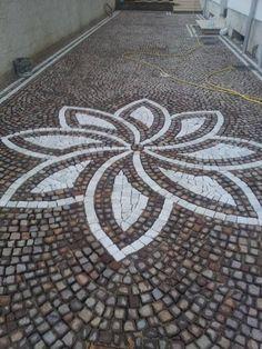decoro in pietra Garden Paving, Mosaic Garden, Garden Paths, Garden Art, Pebble Mosaic, Pebble Art, Mosaic Art, Brick Design, Patio Design