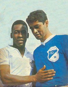 "Pelé y el ""Chalo"" Gonzalez. #Millonarios vs Santos Association Football, Fifa, Champion, Nostalgia, Polo Ralph Lauren, Soccer, America, Mens Tops, Saints"