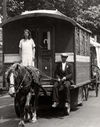 woonwagenbewoners - Google Search Gypsy Trailer, Gypsy Caravan, Gypsy Wagon, Best Of Ireland, Gypsy Home, Gypsy Jazz, Gypsy Living, Gypsy Style, Bohemian Gypsy