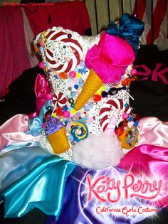 Gurls by on DeviantArt - Katy Perry candy dress – California Gurls by La mejor imagen sobre diy craft - Katy Perry Costume, Katy Perry Dress, Candy Costumes, Adult Costumes, Halloween Costumes, Candy Theme, Candy Party, Candyland, Costume Bonbon