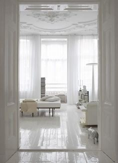 §i want a white painted floor...somewhere