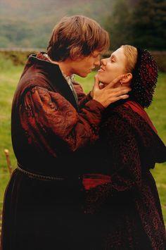 The Other Boleyn Girl Scarlett Johansson Eddie Redmayne Mary Boleyn William Stafford Black & Red Coat Tudor Costumes, Period Costumes, Movie Costumes, Mary Boleyn, Anne Boleyn, William Stafford, Elisabeth I, Elizabeth Of York, Nathalie Portman