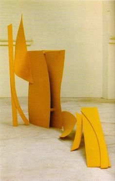 The appearance of any Caro sculpture changes radically as one walks around it. Abstract Sculpture, Sculpture Art, Abstract Art, Sculpture Ideas, Outdoor Sculpture, Garden Sculpture, Contemporary Sculpture, Contemporary Art, Anthony Caro