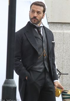 Jeremy Piven begins filming for series two of Mr Selfridge