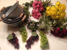 Zink potter, kunstige blomster og kunstige frugter, naturlige og dekorative. Se mere på dekolagersalg.dk
