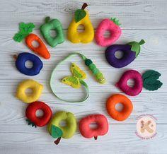Товари Хочу творить. из фетра. @klavdia_handmade – 20 товарів   VK Projects For Kids, Diy For Kids, Crafts For Kids, Toddler Learning Activities, Infant Activities, Felt Diy, Felt Crafts, Felt Fruit, Felt Quiet Books