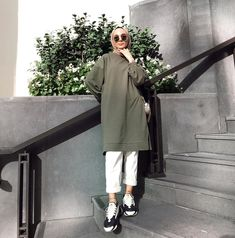 Hijab Fashion 641270434427499503 - Source by turkishh__ Hijab Casual, Hijab Chic, Stylish Hijab, Ootd Hijab, Modern Hijab Fashion, Street Hijab Fashion, Muslim Fashion, Fashion Outfits, Swag Outfits