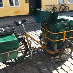 The bikes are electric and have replaced ordinary bikes and petrol-run scooters. According to Post Danmark the bikes are better for both the and its employees:) Powered Bicycle, Cargo Bike, Sidecar, Best Cities, Electric Cars, Danish, Scooters, Environment, Vehicles