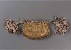 Europe - Drawstring bag - Gold metallic thread and possibly wool in warp-face plain weave (rep), brocaded with brown hair; braided silk and metalic cords; tassels of silk ribbon and metallic thread Small Drawstring Bag, Renaissance Costume, Handmade Purses, Baroque Fashion, Metallic Thread, Museum Of Fine Arts, Pink Silk, Purses And Bags, Crochet Earrings