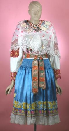 Bohemian Girls, Bohemian Art, Folk Costume, Costumes, Traditional Dresses, Culture, Clothes, Fashion, Moda