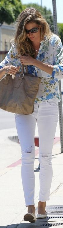 Gisele Bundchen in Rag & Bone skinny jeans, a Zara blue floral button-down shirt, and Tom Ford sunglasses