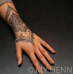 Side Hand Tattoos, Hand Tattoos For Women, Sleeve Tattoos For Women, Finger Tattoos, Henna Arm Tattoo, Arm Sleeve Tattoos, Diy Tattoo, Henna Tattoo Designs Arm, Tattoo Ideas