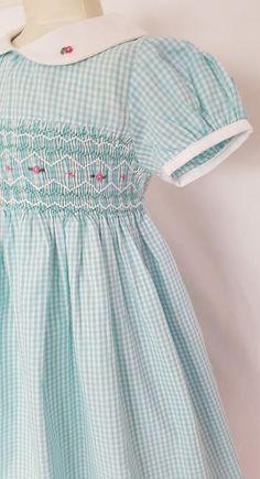 Girls Smocked Dresses, Little Girl Dresses, Punto Smok, Smocking Patterns, Smocking Plates, Sewing Patterns, Vintage Baby Dresses, Smoking, Baby Dresses