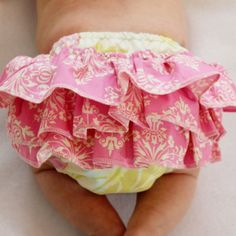 TIPS/SEWING RELATED - Sew a regular or ruffled diaper cover with this ruffled diaper cover pattern. This is a sewing pattern to make your own ruffled diaper covers. The ruffles are optional, so you could easily make this d Baby Outfits, Kids Outfits, Baby Dresses, Baby Sewing Projects, Sewing For Kids, Sewing Tips, Sewing Tutorials, Sewing Ideas, Baby Patterns