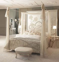 traditional canopy double bed LOLITA GIUSTI PORTOS